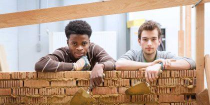 Zélf bouwopleidingen organiseren. En waarom dan wel?